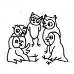 Fünf Eulen stehen und sitzen im Kreis und diskutieren - Piktogramm für nicht Lesende